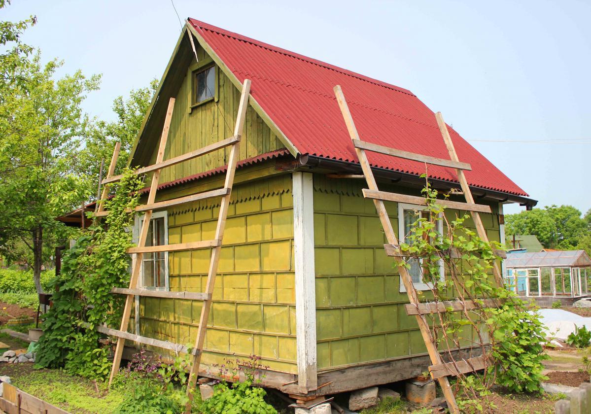 Onduline Base, l'ideale per la copertura di casette in legno