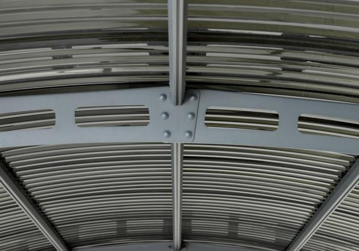 Dettaglio della struttura in alluminio di Carport Lucca